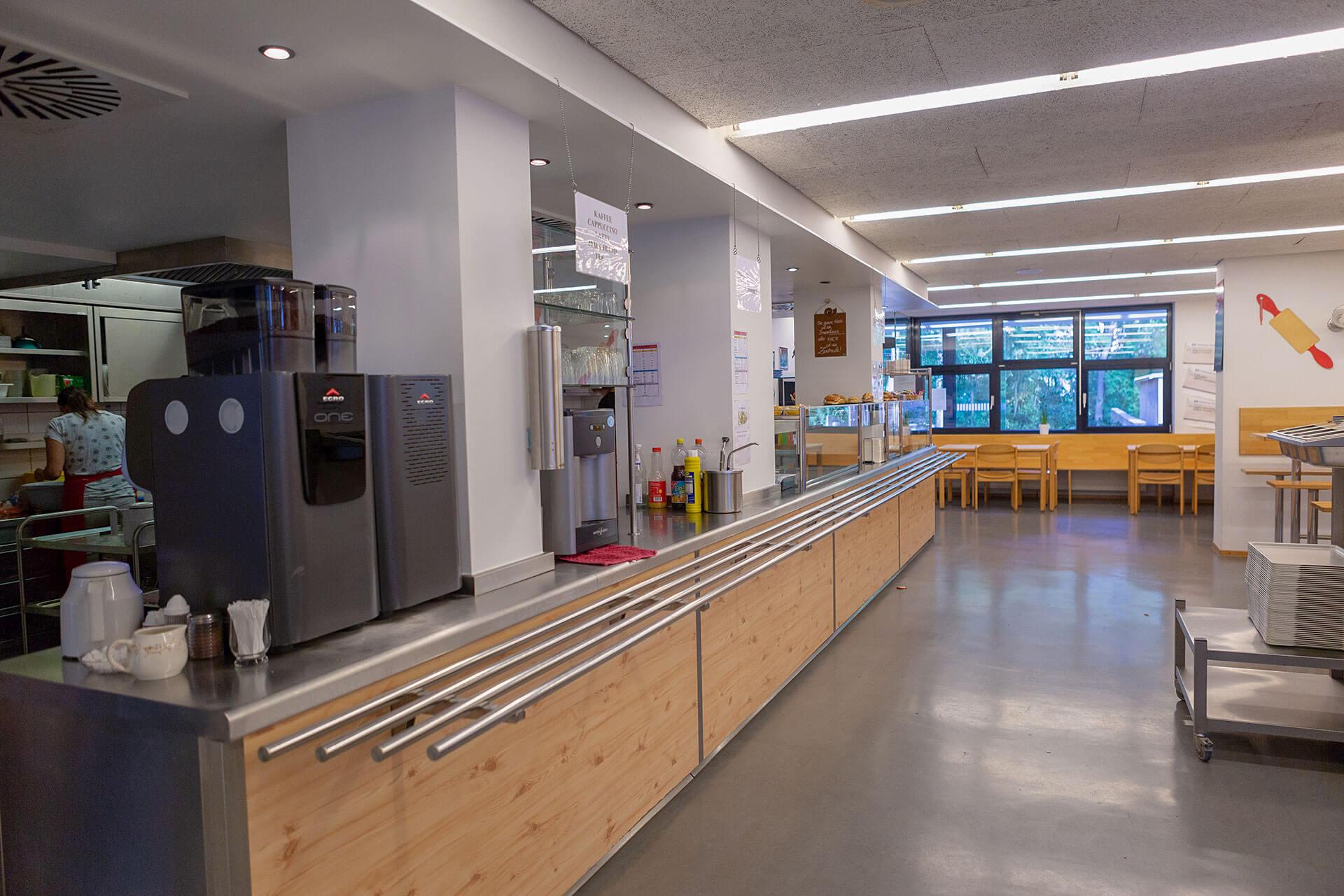 Blick auf den Thekenbereich der Cafeteria